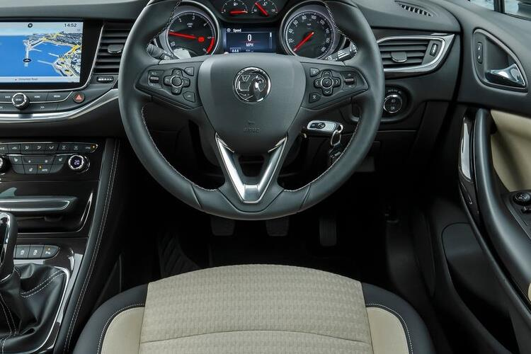 Vauxhall Astra Sports Tourer 1.5 Turbo D 122PS SRi Nav 5Dr Manual [Start Stop] inside view